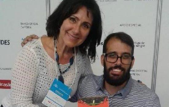 Tiago de Melo Andrade autografou o livro O Boi da Índia